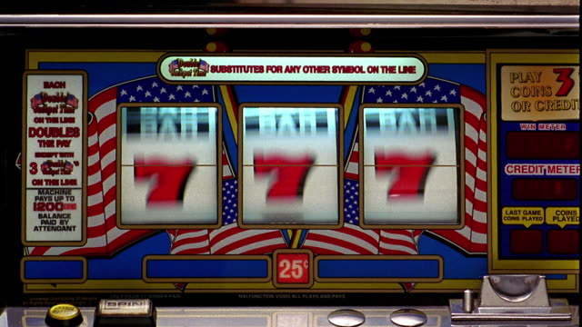 "vídeos de stock e filmes b-roll de close up bars of slot machine landing on all ""jackpots"" - sorte"