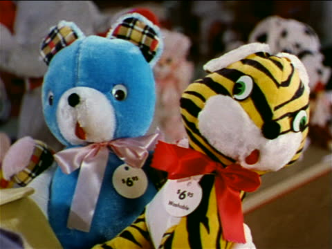 vidéos et rushes de 1962 close up bear + tiger stuffed animals in store / industrial - jouet