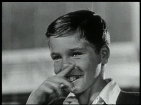b/w 1959 close up boy rubbing his nose - människonäsa bildbanksvideor och videomaterial från bakom kulisserna
