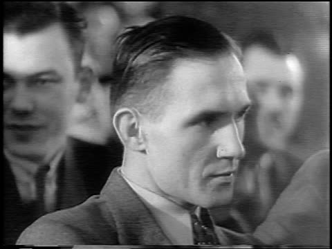 vidéos et rushes de b/w 1935 close up bruno hauptmann sitting in courtroom at lindbergh kidnapping trial / nj / newsreel - 1935