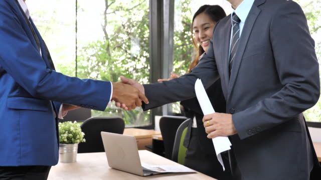 close up business people agreement a business project, handshake - lavoro e impiego video stock e b–roll
