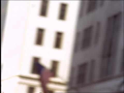 vídeos de stock e filmes b-roll de close up businesswoman on city street hailing taxi + checking watch - trabalhadora de colarinho branco