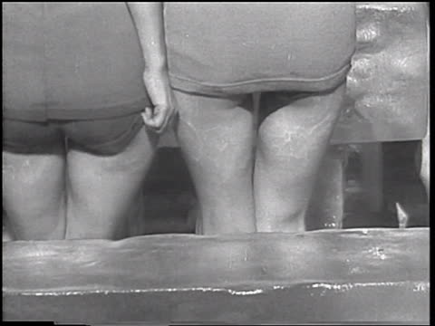 vídeos de stock e filmes b-roll de b/w 1933 rear view close up buttocks of 2 women with bathing suits sitting on large ice block / coney island - sentar se