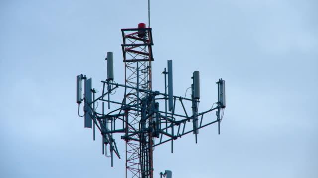 携帯電話アンテナ塔のクローズアップ - 盗聴点の映像素材/bロール