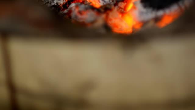 vídeos y material grabado en eventos de stock de primer plano: car-grill - utensilio para cocinar