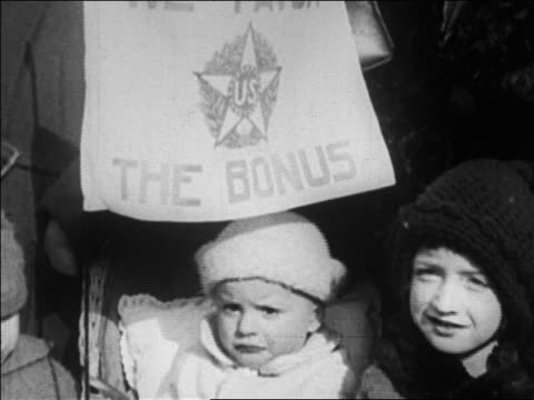 b/w 1923 close up children holding banner at bonus march / brooklyn ny / newsreel - 1923 stock-videos und b-roll-filmmaterial
