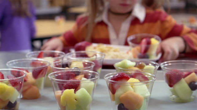 close up children pick up fruit cups in school lunch line/ goram, maine - cafeteria bildbanksvideor och videomaterial från bakom kulisserna
