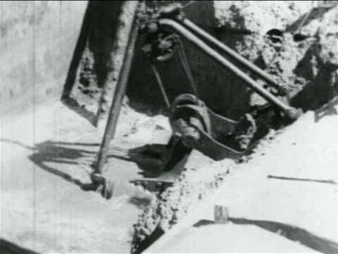 stockvideo's en b-roll-footage met close up clamshell bucket lifting mud in wpa construction project / documentary - 1934