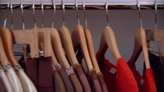 close up clothes on hangers in clothing store/ westfield, new jersey - wahlmöglichkeit stock-videos und b-roll-filmmaterial
