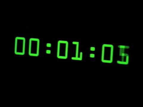 vídeos de stock e filmes b-roll de close up computer display of computer experiencing year 2000 bug crash - ano 2000