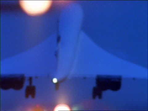 close up concorde landing at dusk - british aerospace concorde stock videos and b-roll footage