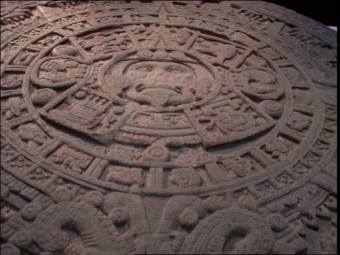 stockvideo's en b-roll-footage met close up crane shot of round aztec calendar stone / mexico - snijwerk
