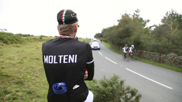close up cyclist of the molteni cycling team resting before heading back on the track stage six of the tour of britain made history this year as it... - tour of britain stock videos & royalty-free footage