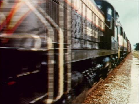 vídeos y material grabado en eventos de stock de 1954 close up diesel freight train passing camera / industrial - 1954