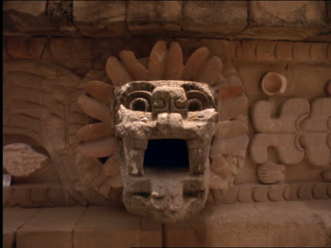 close up dolly shot around detail on quetzalcoatl rock at sun pyramid / mexico - アステカ文明点の映像素材/bロール