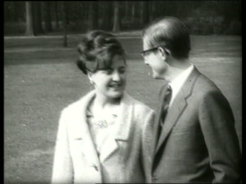 vídeos y material grabado en eventos de stock de close up dutch princess and fiance / 1960's / sound - pareja de mediana edad