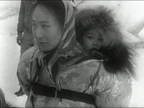 1955 close up eskimo woman with baby strapped to back / audio - inuit bildbanksvideor och videomaterial från bakom kulisserna