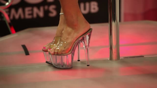 vidéos et rushes de close up exxxotica expo members feet in clear high heels adult industry stars and exhibitors gather for trade show on may 31 2013 in fort lauderdale... - pornographie