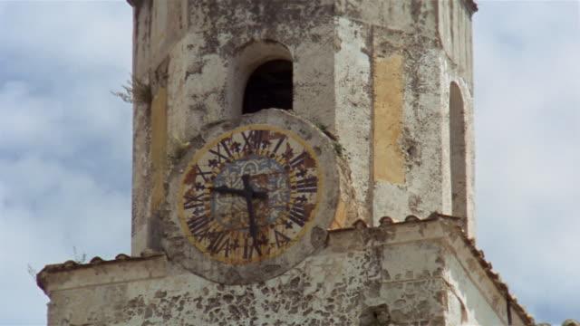 close up face of clock on bell tower of chiesa di san giovanni in pontone / salerno, campania, italy - romersk siffra bildbanksvideor och videomaterial från bakom kulisserna