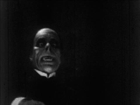 b/w 1925 close up face of grossly disfigured man (lon chaney, sr.) approaching camera / feature - 1920 stock videos & royalty-free footage
