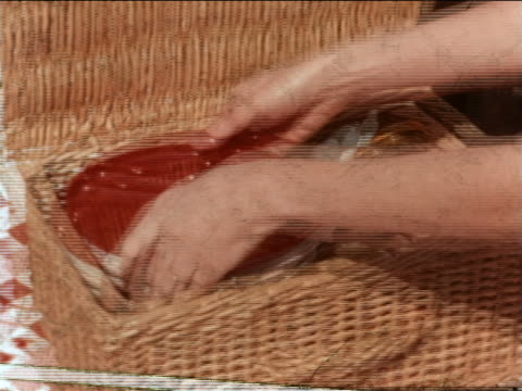 vidéos et rushes de 1964 close up pan from radio on blanket to picnic basket being opened + lunch meat taken out / industrial - pique nique