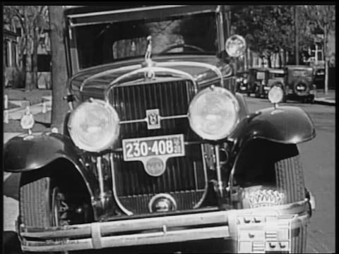vidéos et rushes de b/w 1928 close up front of cadillac car / industrial - 1928