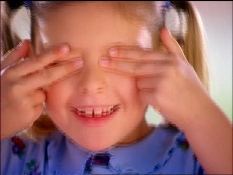 stockvideo's en b-roll-footage met close up girl making face with fingers - menselijke vinger