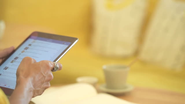 close up hand man using tablet at the coffee cafe on table
