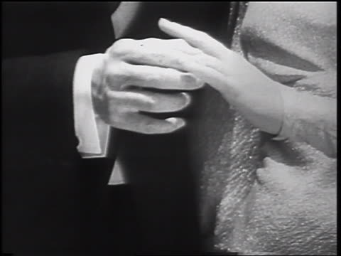 vídeos de stock e filmes b-roll de b/w 1935 close up hand of groom placing ring on finger of bride - casamento