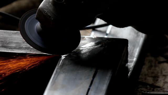 stockvideo's en b-roll-footage met close up hand tool grinder - flits