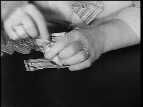 b/w 1934 close up hands of teller counting money in fon du lac bank / east peoria, il / newsreel - 米国ドル紙幣点の映像素材/bロール