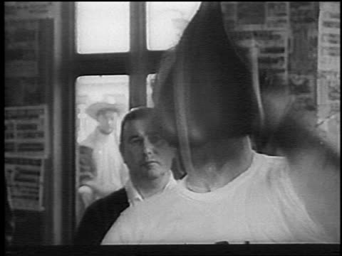 b/w 1966 close up henry cooper hitting speed bag in gym before bout with muhammed ali / london / newsreel - einzelner mann über 30 stock-videos und b-roll-filmmaterial