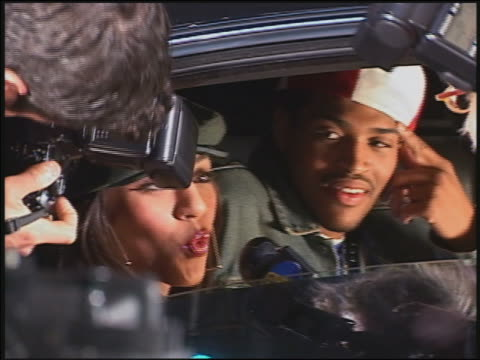 vidéos et rushes de close up hip hop star being interviewed in back of limo / audio - reporter de télévision