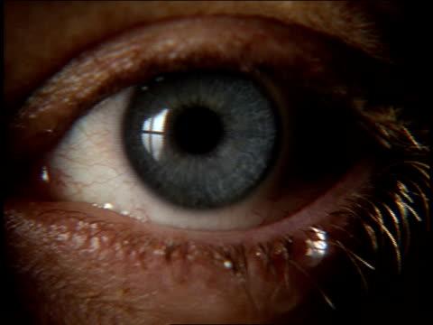 close up human eye - 血管点の映像素材/bロール