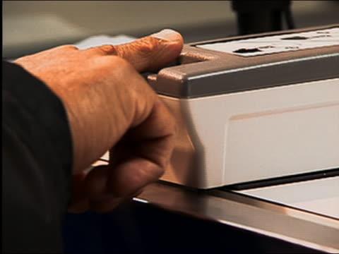 2004 close up index finger being scanned by fingerprint scanner at dulles airport / washington dc - säkerhetsskanner bildbanksvideor och videomaterial från bakom kulisserna