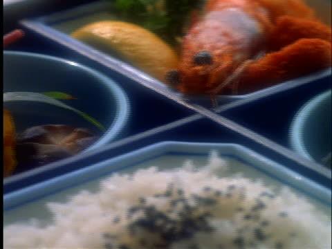 vídeos de stock, filmes e b-roll de close up pan of japanese foods in lunch box - grupo pequeno de objetos