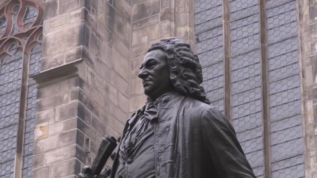 close up johann sebastian bach statue - johann sebastian bach stock-videos und b-roll-filmmaterial