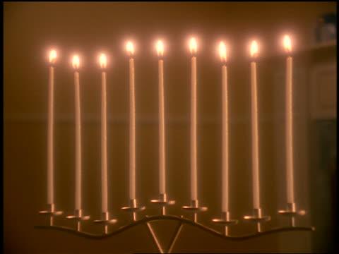 close up lit candles of menorah indoors - einige gegenstände mittelgroße ansammlung stock-videos und b-roll-filmmaterial