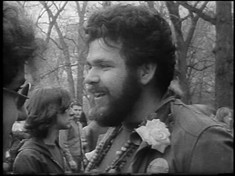 b/w 1967 close up male bearded hippie with flower on jacket talking smiling / detroit / newsreel - peluria del viso video stock e b–roll