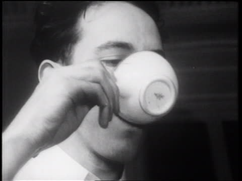 vídeos de stock e filmes b-roll de b/w 1939 close up man drinking coffee / documentary - café bebida