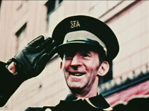 vídeos de stock, filmes e b-roll de 1962 close up man in sak's fifth avenue uniform smiling saluting during parade for john glenn - superexposto