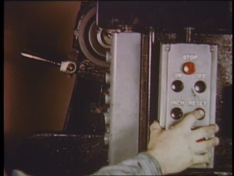 vidéos et rushes de 1950 close up man's hand pushes reset button on newspaper printing press - rafraîchissement