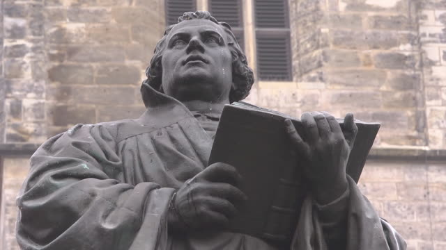 vidéos et rushes de close up martin luther statue - protestantisme