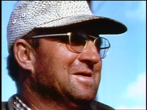 vidéos et rushes de 1957 close up middle aged man's face in eyeglasses + hat outdoors / feature - casquette de baseball