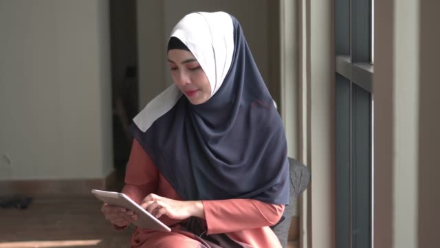 close up muslim woman using digital tablet - islam stock videos & royalty-free footage