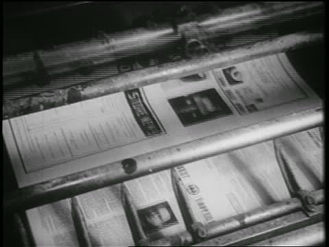vidéos et rushes de b/w 1939 close up newspaper presses / documentary - 1930 1939