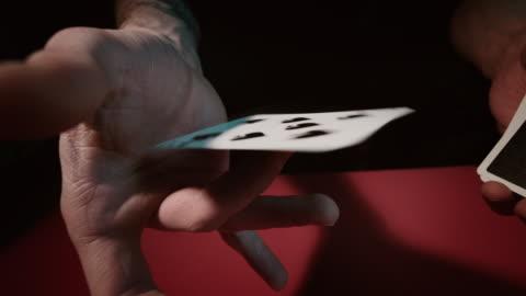 vídeos de stock, filmes e b-roll de close-up de um cartão mão - truque de mágica