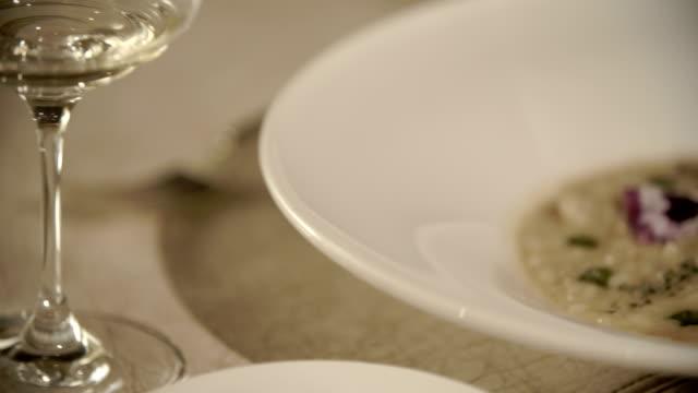 vidéos et rushes de close up of a fine dining meal - qualité