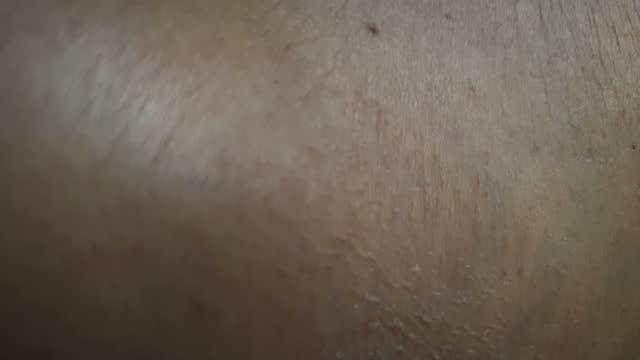 vídeos de stock, filmes e b-roll de feche acima de uma pele madura - envelhecido efeito fotográfico