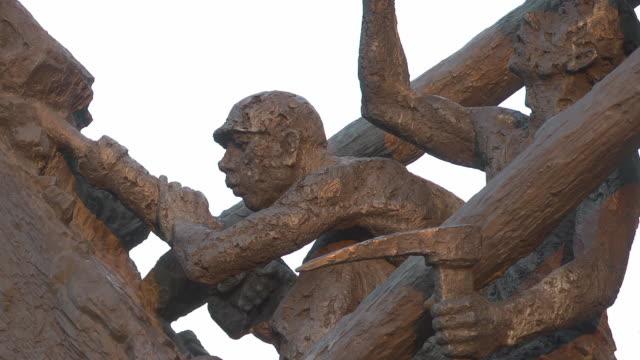 "stockvideo's en b-roll-footage met close up of a pitman at the ""steile lagerung"" monument - mannelijke gelijkenis"
